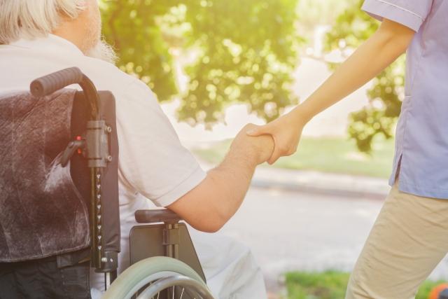 自動運転車いすの介護施設への実装に高齢者住宅と協業