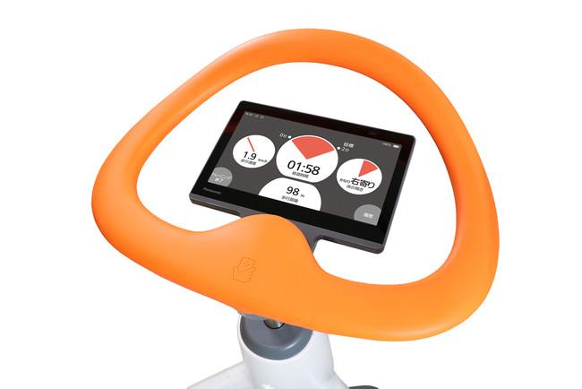 AIが歩行分析、介護施設向け「歩行トレーニングロボット」提供開始